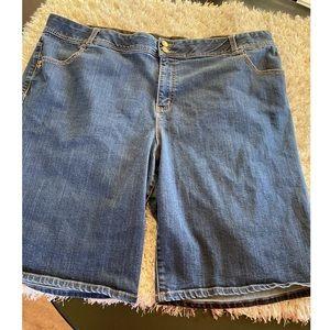 Lane Bryant Jean Shorts Size 28